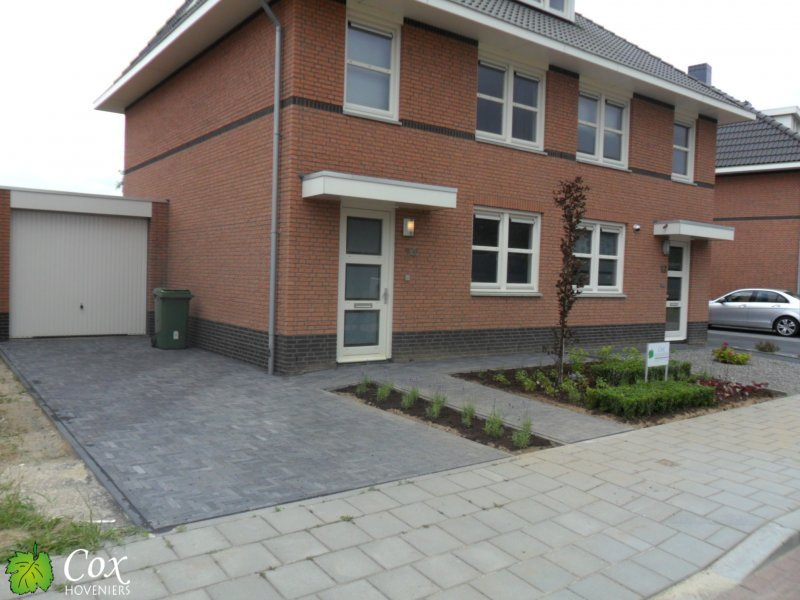 Project asenray cox hoveniers roermond tuinkeur for Oprit ontwerp