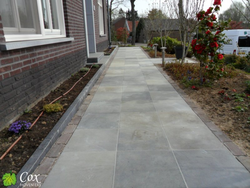 Project melick cox hoveniers roermond tuinkeur for Tegels roermond